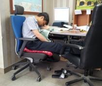 EPIK English Coteacher sleeping at desk