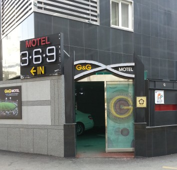 Entrance to G&G Motel in Busan