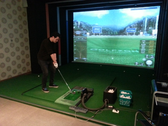 Screen golf swing